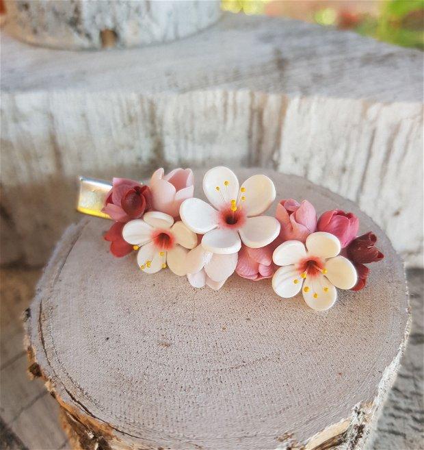 Clama flori de cires