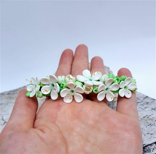 Accesoriu par flori de corcodus