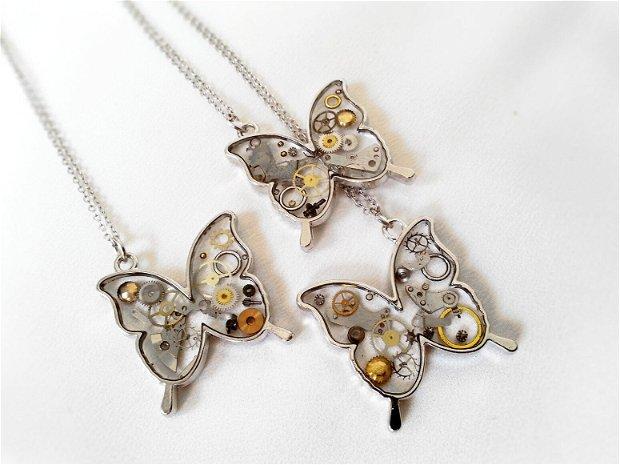 Pandantiv fluture cu piese de ceas steampunk in rasina, medalion fluturas