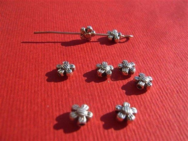 Floricica din argint .925 cu 5 petale aprox 5x5x3 mm