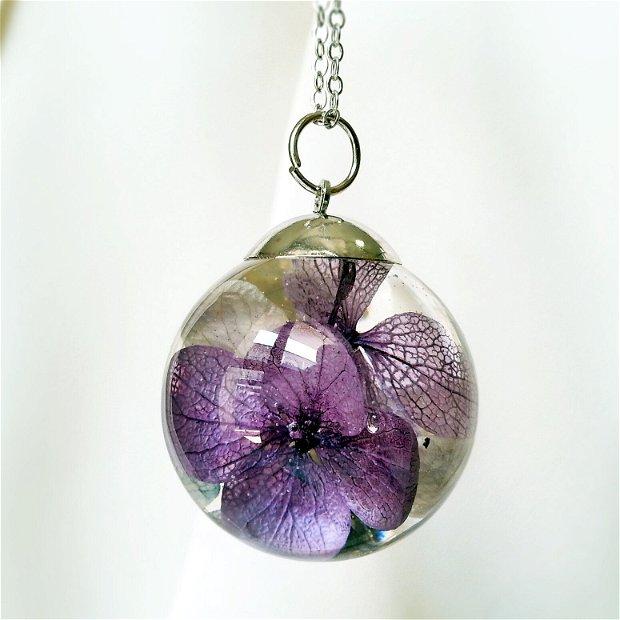 Hortensie 30mm, Pandantiv cu flori uscate presate hortensii mov roz, plante in rasina, medalion sfera cu flori