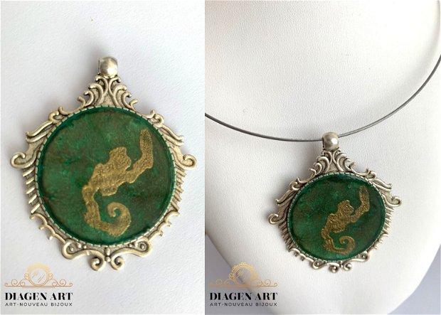 Pandantiv cu o nuanță de verde închis îmbinat cu aur lichid 015