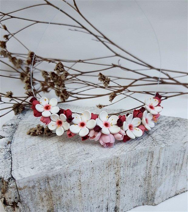 Colier flori de cires