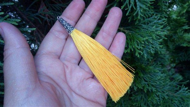 Ciucuri (9,5cm) galbeni, cu capacele nuanță argintiu antic
