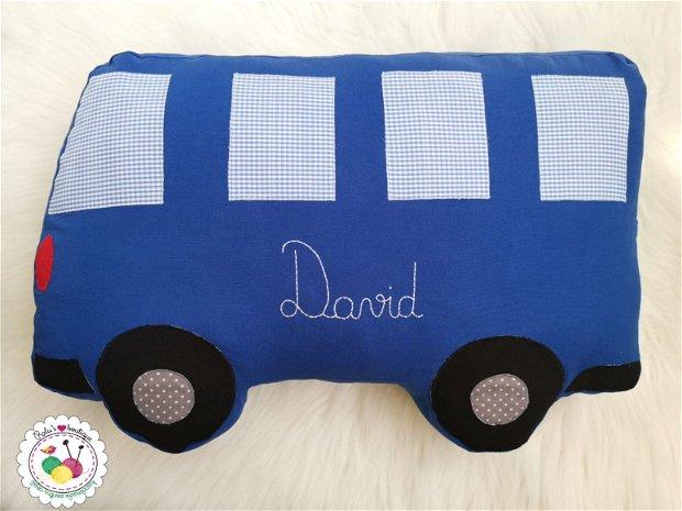 Perna in forma de autobuz albastru