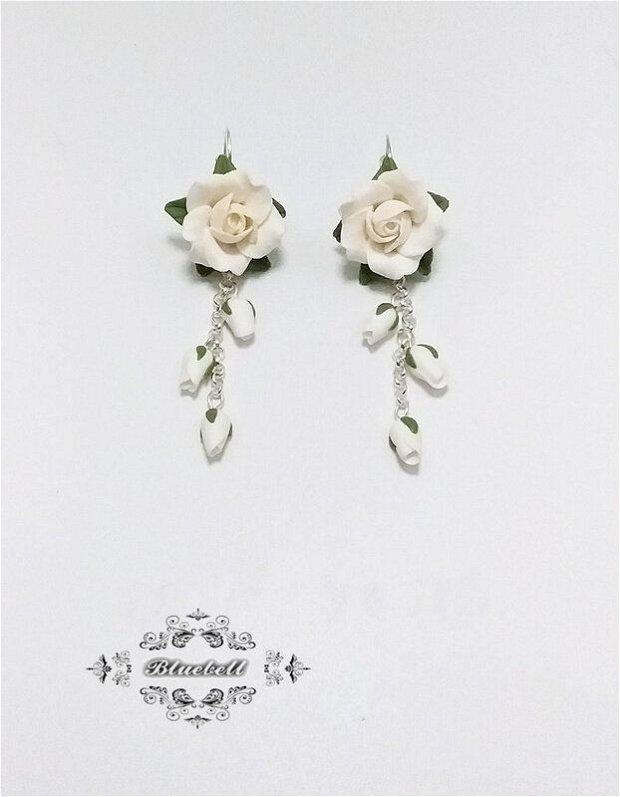 Cercei lungi cu trandafiri