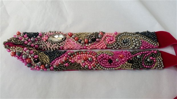 Cordon cu margele gri roz negru
