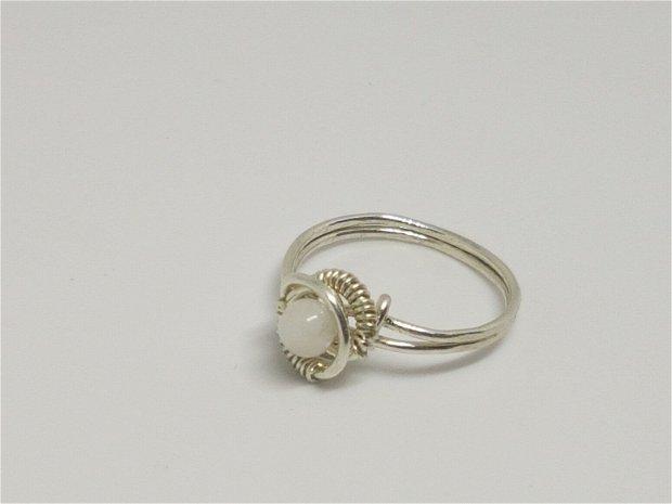 Inel handmade , Inel din argint , inel cu piatra lunii.