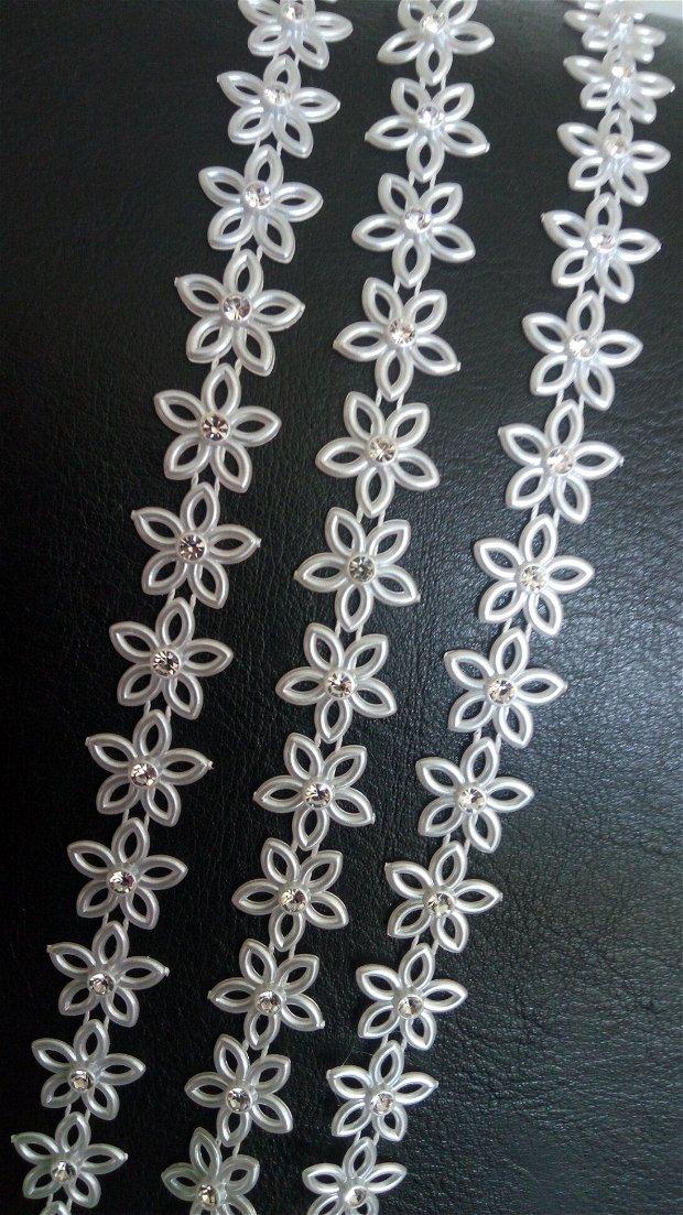 (1 m)Banda decorativa cu flori acrilice și ștrasuri