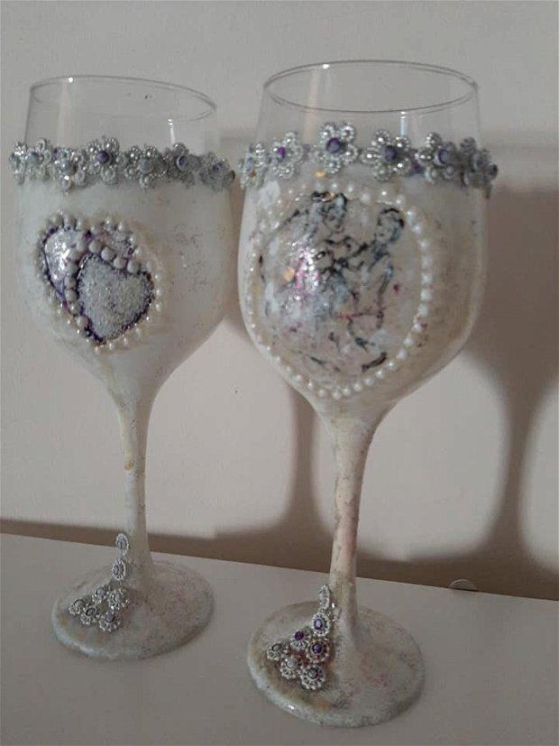 Set pahare decorate si pictate manual, pentru diferite ocazii.
