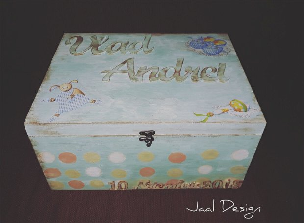 Cutie din lemn personalizată pentru amintiri sau trusou bebe