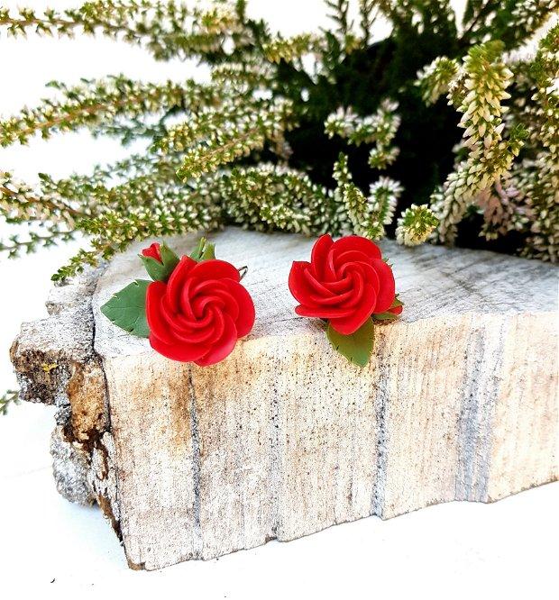 Cercei trandafiri rosii