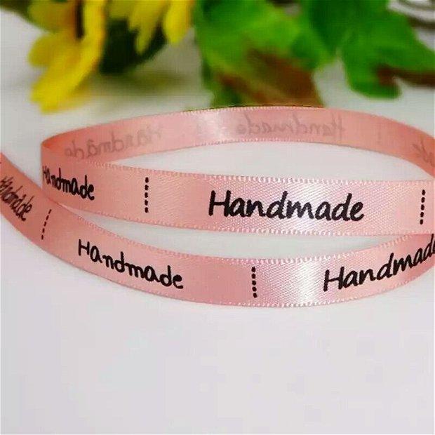 "(22m) Banda satin cu inscripția "" Handmade"""