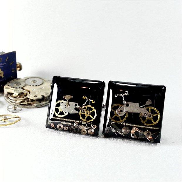 Butoni bicicleta steampunk, Butoni din rasina, Butoni steampunk, piese de ceas si rasina, Butoni de nunta, Butoni unicati