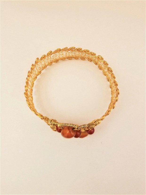 Brațara model cerc-sârma de cupru placată cu aur, pietre semiprețioase