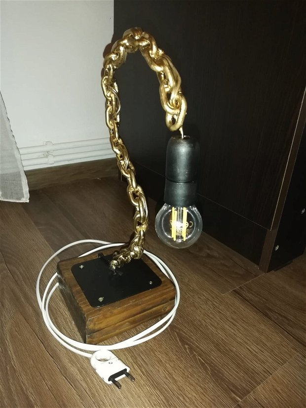 Lampa lanț și lemn