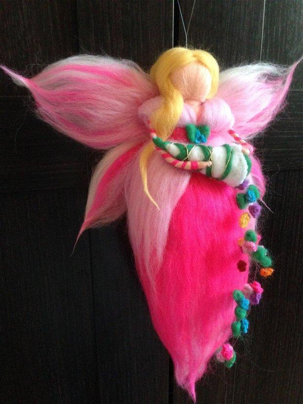 Zânã coloratã, decorațiune Waldorf handmade din lânãmerinos 100%