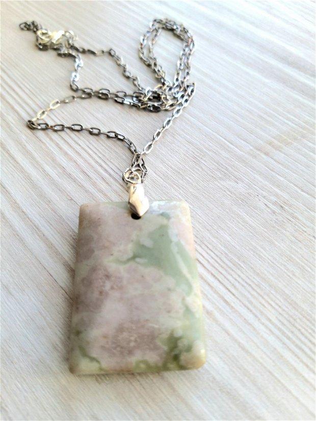 Colier cu pietre din jasper