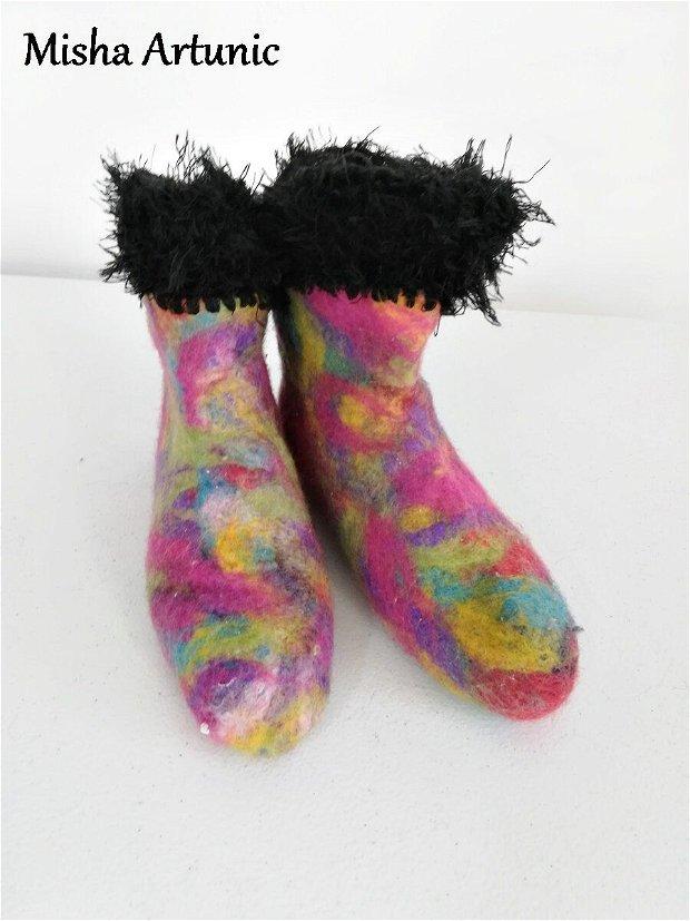 Ciorapi impasliti pentru ghete sau casa