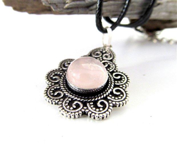 Pandantiv argintat cu quartz/cuarţ roz în montură vintage