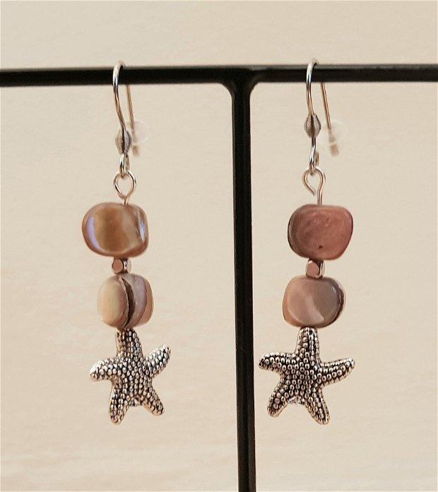 Cercei cu sidef natural si steluțe metalice argintii