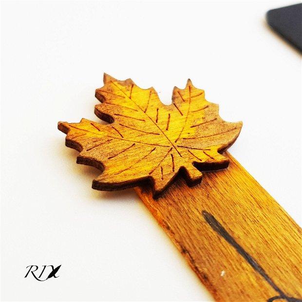 Semn de carte din lemn, cu frunză de artar - Life goes on