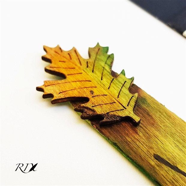 Semn de carte din lemn, cu frunză - Life is beautiful