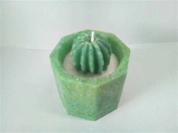 """Lumanare cactus pe """"suport"""" de ceara"""
