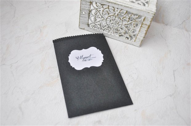 Set 22 etichete autoadezive cu logo magazin, print alb negru