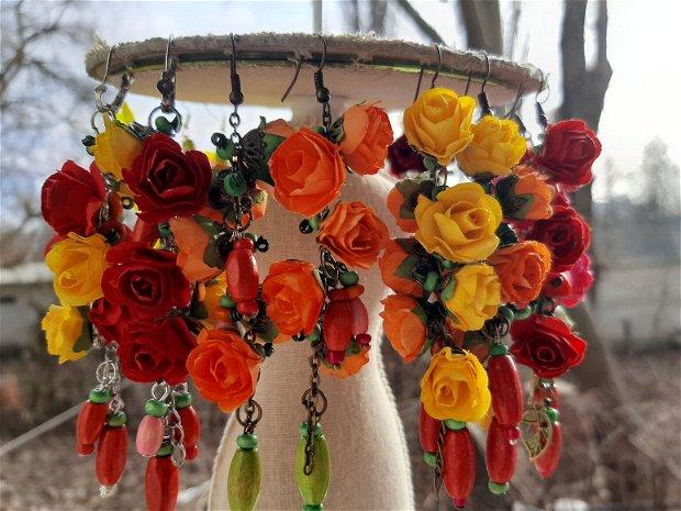 Cercei cu flori și margele din lemn
