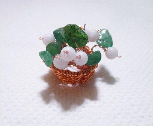 """Pandantiv / obiect decorativ cupru si jad """"Cosulet cu ghiocei"""""""