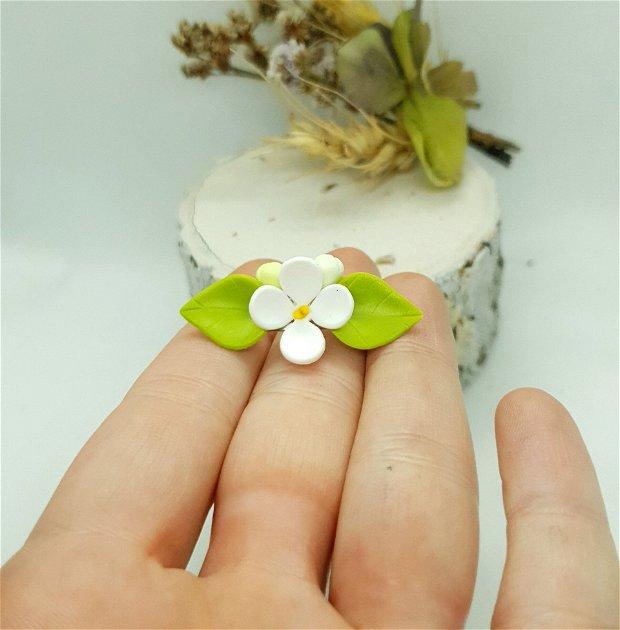 Brosa-martisor floare de liliac
