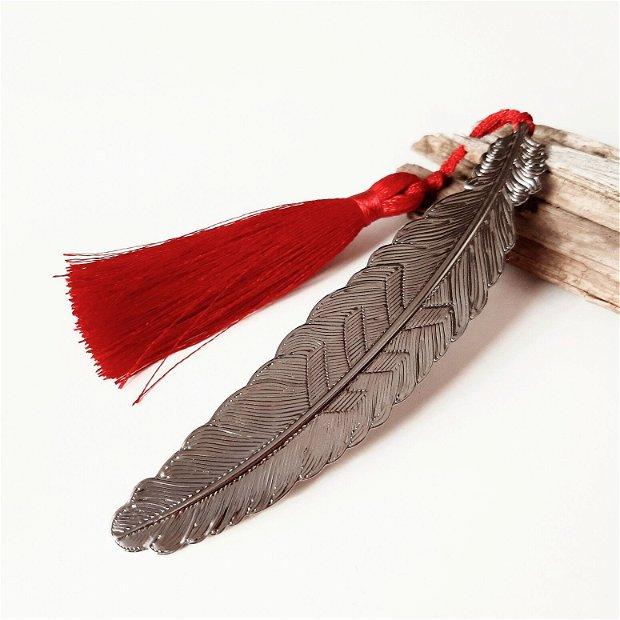 Semn de carte pană cu ciucure roșu