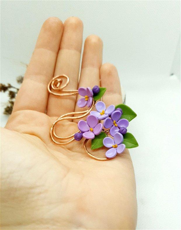 Brosa flori de liliac