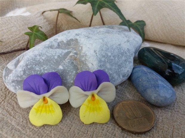 Cercei cu șurub  panseluță alb -galben- violet