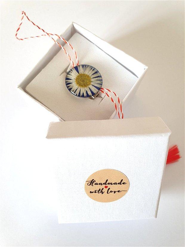 Martisor - brosa cu flori presate in rasina(45)