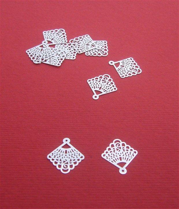 Chandelier mic din argint .925 rodiat aprox 14x12.5x0.2 mm