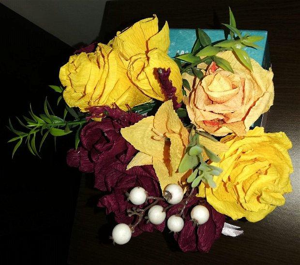 Aranjament flori de hârtie
