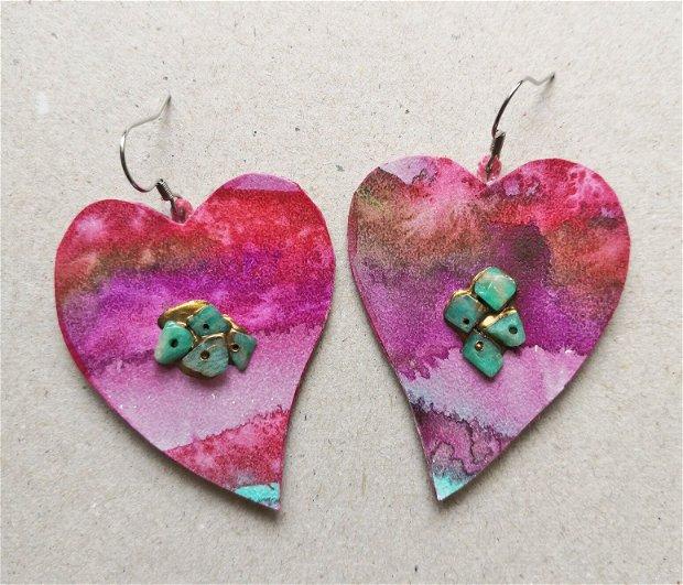 Cercei-inima pictati manual din hartie/carton cu aplicatii de margele din amazonit verde natural, cercei handmade cu inimoare roz
