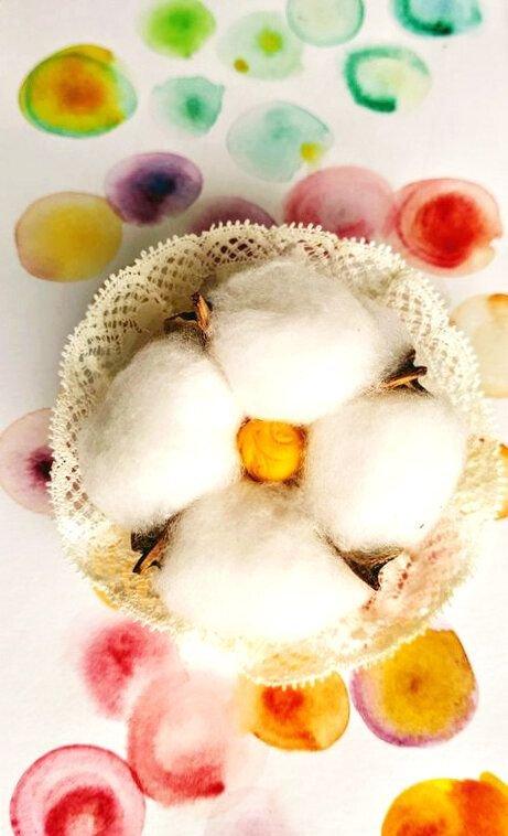 Broșă din floare de bumbac