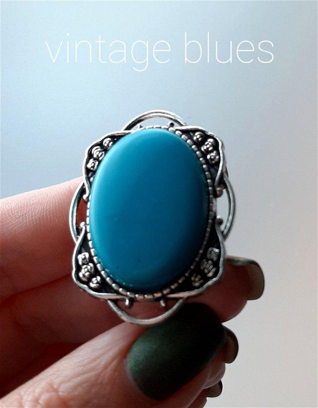 Broșă argintie cu Cabochon vintage bleu
