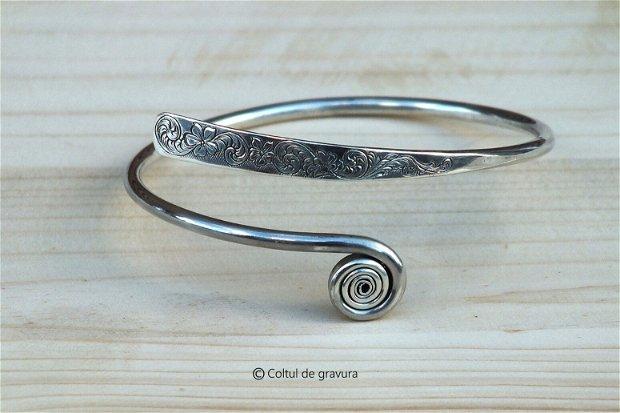 Bratara pentru femei, gravata manual, din argint