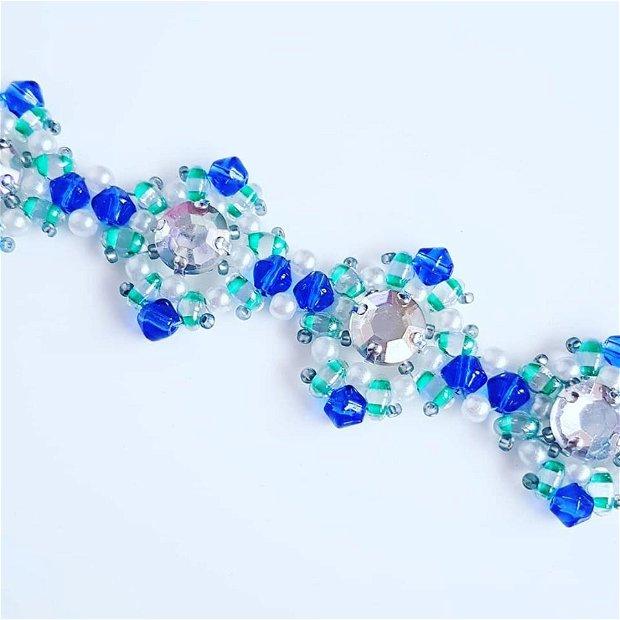 bratara festiva din margele cehesti duo si biconice, chatoane transparente, margele de nisip japoneze si perle de sticla albe