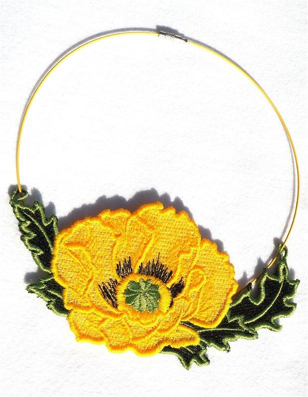 Floare de mac galbena colier brodat