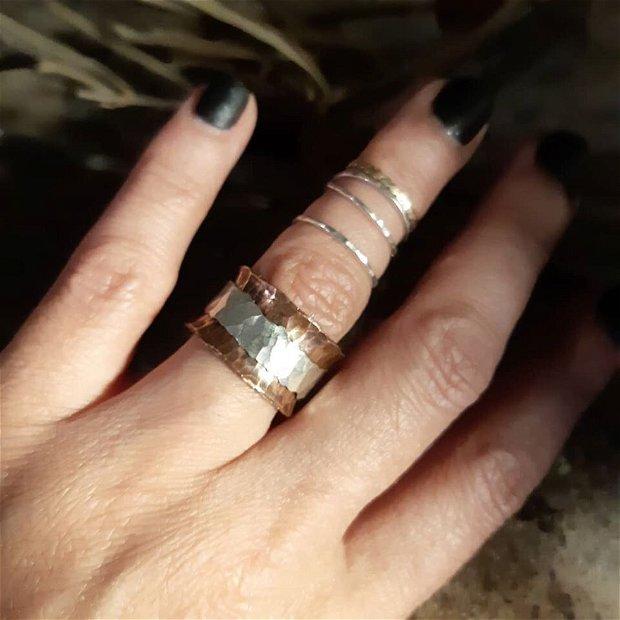Inel lat din cupru cu textura de ciocan si argint 925