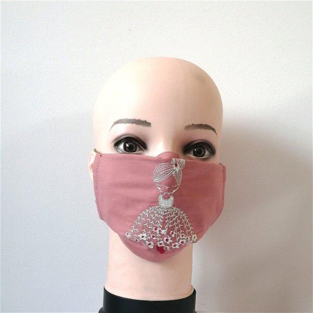 Mască brodata