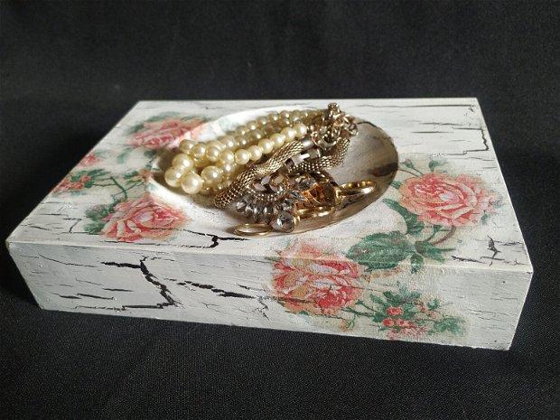 Suport bijuterii ,din lemn