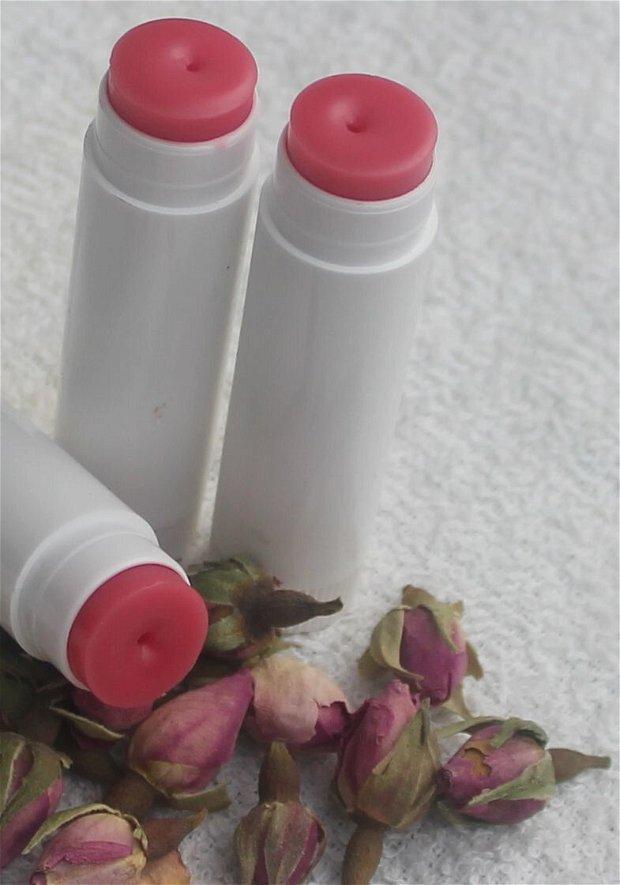 Balsam de buze cu ulei esential de trandafiri