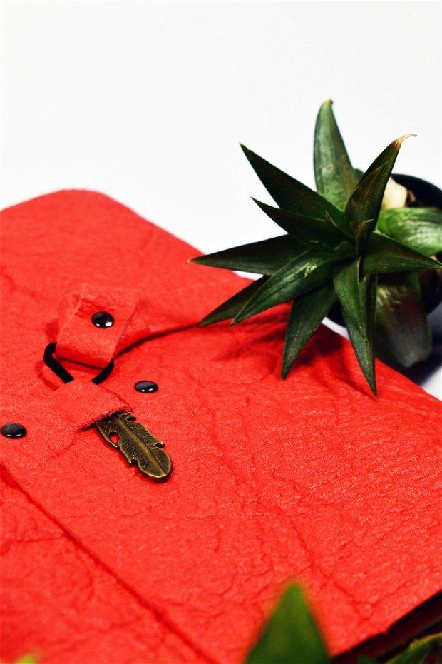 Jurnal din Pinatex / piele de ananas, cusut manual, cu rezerva de foi