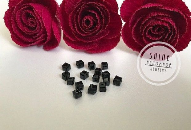 Cristal swarovski cubic negru- 4x4 mm